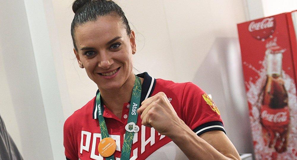 Олимпийская чемпионка сосет — 10
