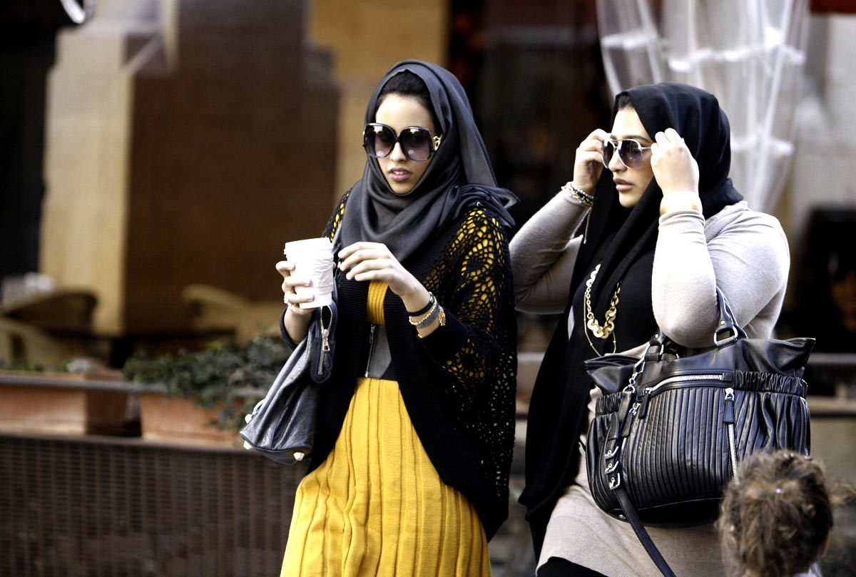Как одеваться в оаэ женщинам туристам картинки, осенние
