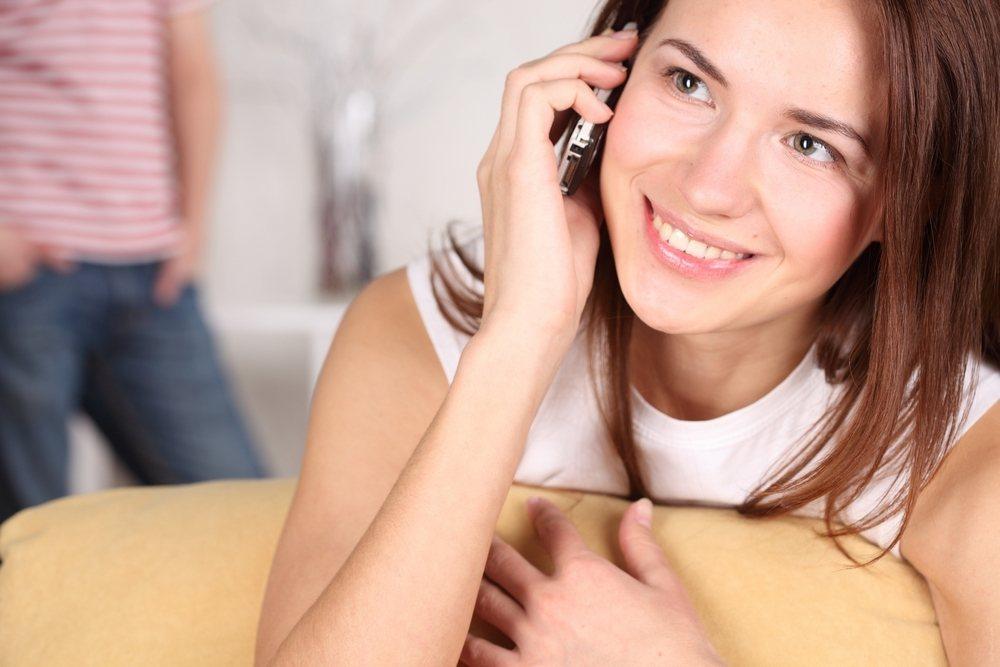 kitayanki-telefonu-govorit-a-ee-trahaet-babu