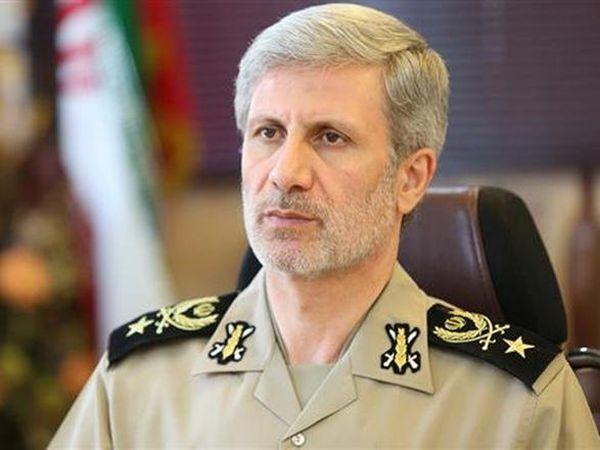 İranın müdafiə naziri Azərbaycana gəlib