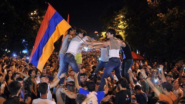 Ermənistanda etirazlar yenidən alovlanır – VIDEO