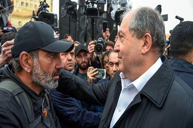 Ermənistan prezidenti müxalifətin mitinqinə gedib