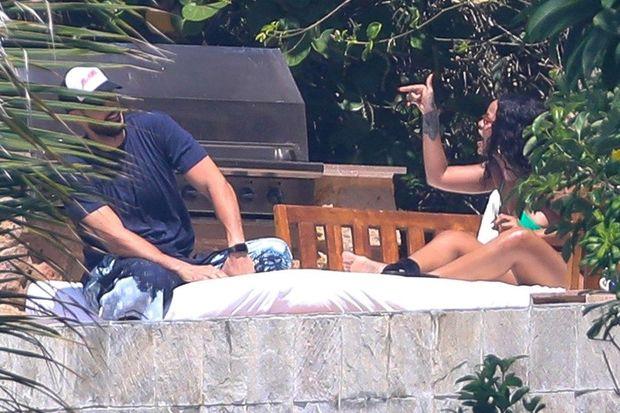 Rihanna milyarder sevgilisi ilə dalaşarkən görüntüləndi