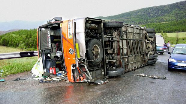 Uşaqları daşıyan avtobus qəzaya uğradı: onlarla xəsarət alan var