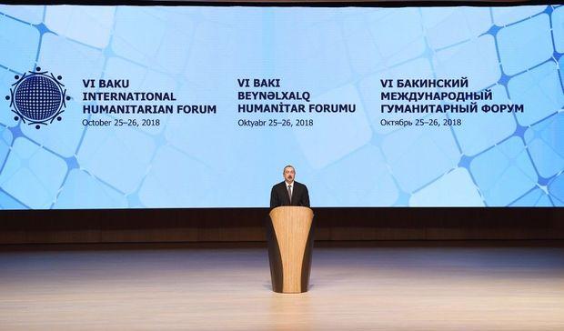 İlham Əliyev Bakıda forumda iştirak edir