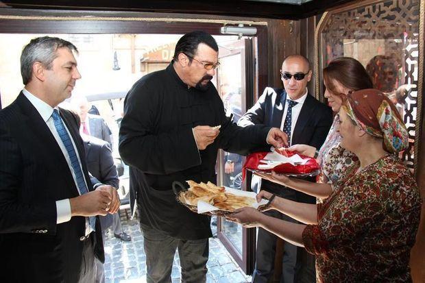 Bakının ən məşhur restoranı sökülür - FOTO