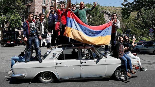 Ermənistanda taxt-tac davası və Qarabağ məsələsi - ŞƏRH