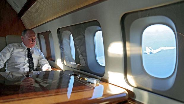 Putinin təyyarədə uçarkən nə ilə məşğul olduğu açıqlandı