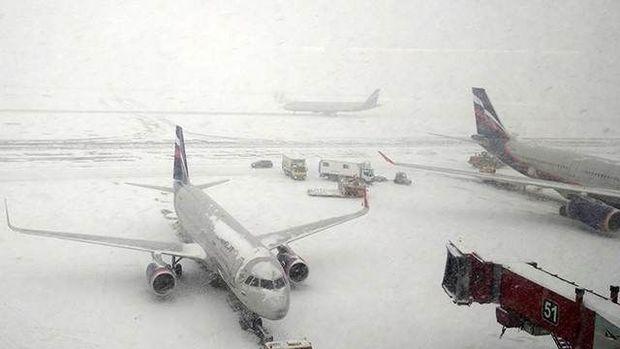 Qar çovğunu Moskvanın hava nəqliyyatını iflic etdi