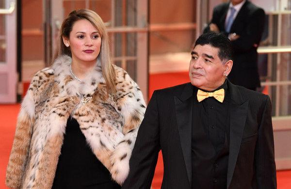 Maradona evindən qovuldu