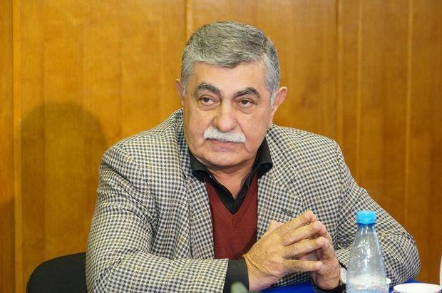 """İlham Rəhimli: Teatrları uğursuzluqdan """"təqaüd oyunu"""" ilə çıxarmaq mümkün deyil"""