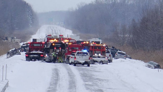Kanadada çovğun səbəbindən 50 avtomobil toqquşdu