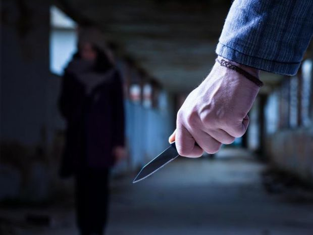 Paytaxtda iki gənc bıçaqlandı - VİDEO
