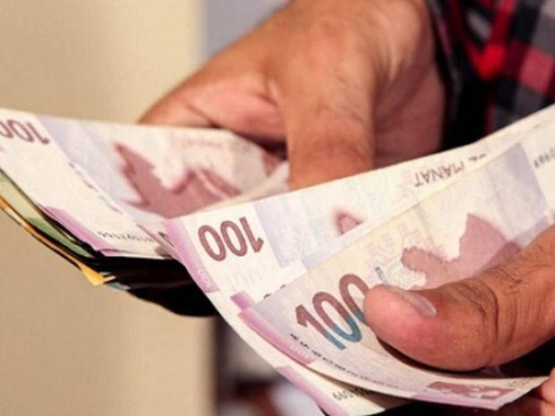 Azərbaycandan beş milyard pul çıxaran: 700 manat maaş alırdım