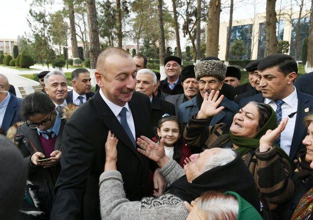 İlham Əliyev Beyləqanda sakinlərlə birgə mahnı oxudu – VİDEO