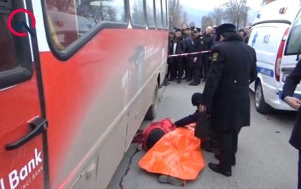 Avtobus gənc qadını vuraraq öldürdü - VİDEO
