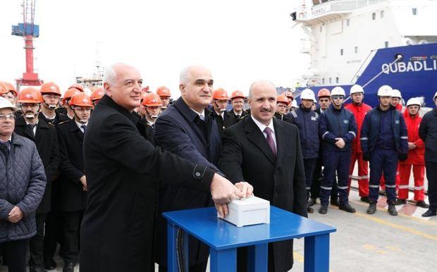 Azərbaycanda inşa olunan ilk tanker suya salındı - FOTO