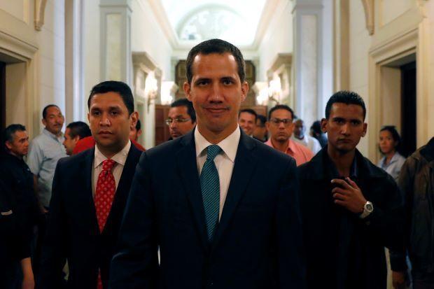 """Venesuela """"lideri"""" ilk fərmanını imzaladı"""