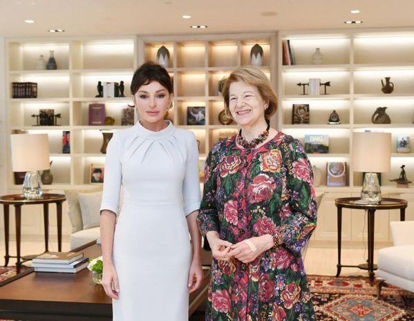 Mehriban Əliyeva Baronessa Emma Nikolsonla görüşüb - FOTO