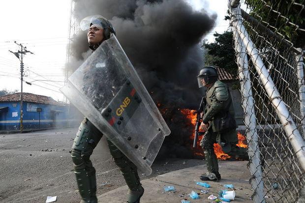 Venesuela Kolumbiya ilə bütün əlaqələri kəsdi