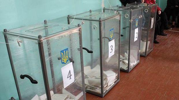 Ukraynada prezident seçkilərində Zelenski və Poroşenko daha çox səs toplayıb