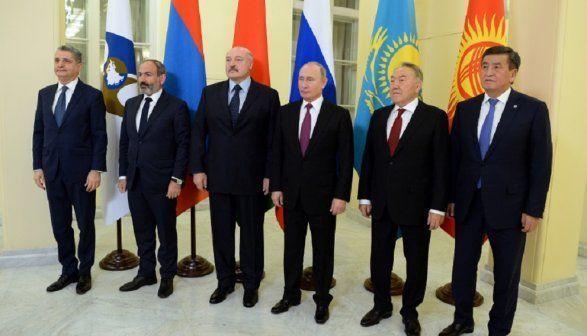 Nazarbayev hamıya orden verdi - Paşinyandan başqa