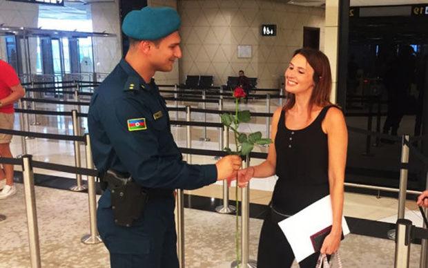 Bakı aeroportunda turistlərə xüsusi hədiyyə