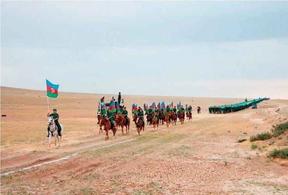 Azərbaycanda 5 km-lik dövlət bayrağı hazırlanıb - FOTO_4