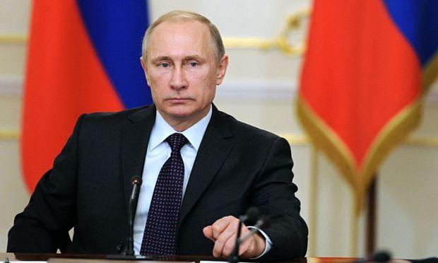 Putin jurnalistin həbsinə görə iki generalı qovdu