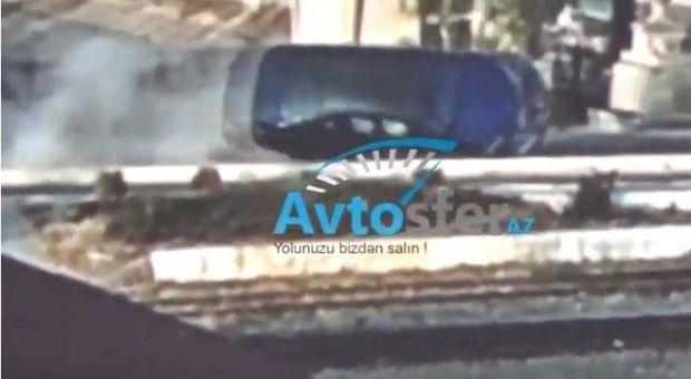 Bakıda qəza: BMW bir neçə dəfə çevrildi