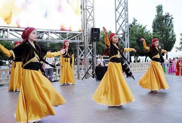 Bulvarda rəngarəng uşaq festivalı - FOTO