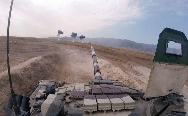 Ordumuzun cəbhə bölgəsində döyüş atışları - FOTO/VİDEO