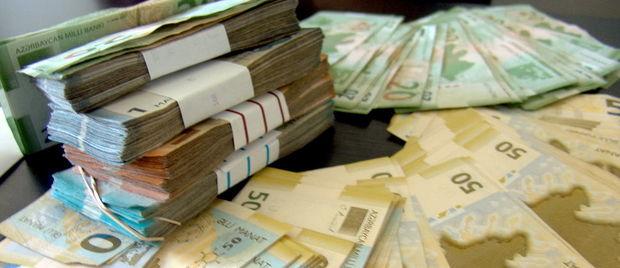 Banklar 100 manatın 67 manatını bir vətəndaşdan alıb, digərinə yüksək faizlə verir - RƏY
