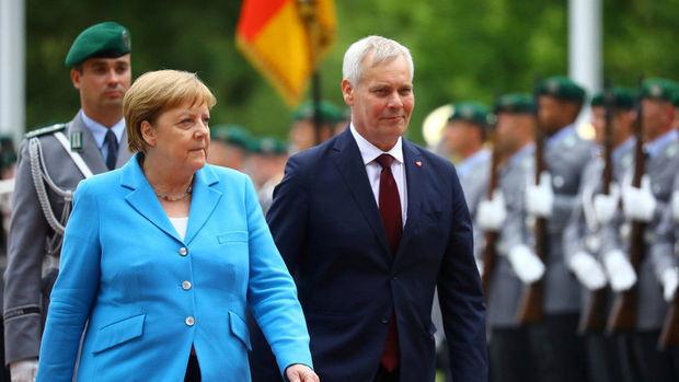 Merkel üçüncü dəfə titrədi