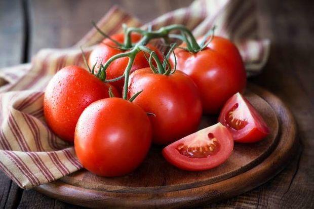 Pomidorun qiyməti niyə əl yandırır və nə vaxt ucuzlaşacaq?