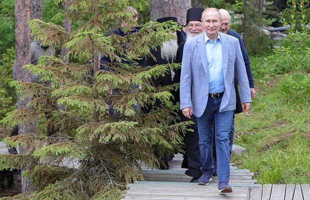 Putinin 1650 manatlıq idman ayaqqabısı
