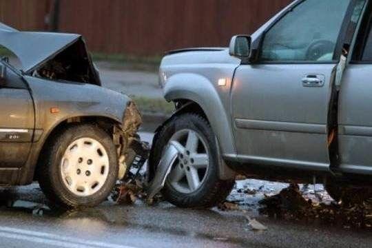 Avtomobillər toqquşdu, iki nəfər yaralandı