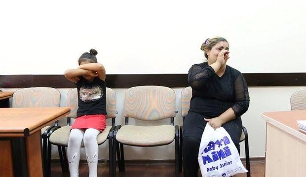 Polisə düşən azyaşlı qaraçı qız: Pulumun yarısını anama verirəm - VİDEO