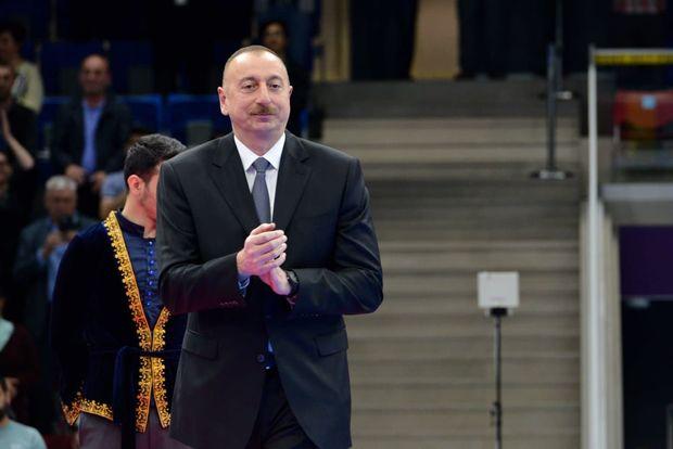 İlham Əliyev idmançılara pul mükafatı verdi