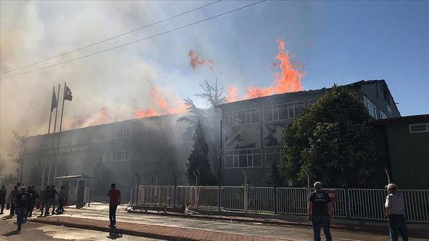 Türkiyədə silah fabriki yanır - Helikopterlər işə cəlb olundu