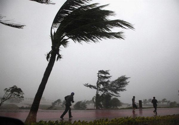Çinin cənubunda 9 ballıq tropik fırtına hökm sürür