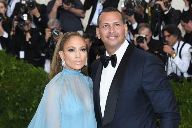 Cenifer Lopesin nişanlısından 500 min dollar oğurlayıblar