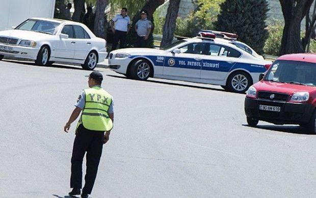 Bakıda yolu keçən yol polisini maşın vurdu