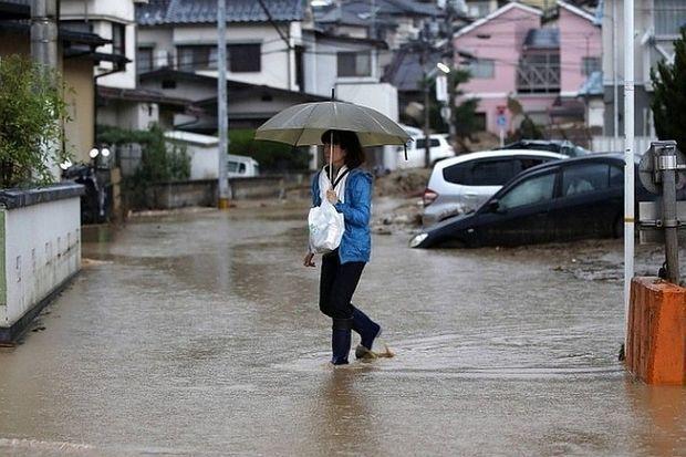 Yaponiyada yüz minlərlə insan təxliyyə olunur
