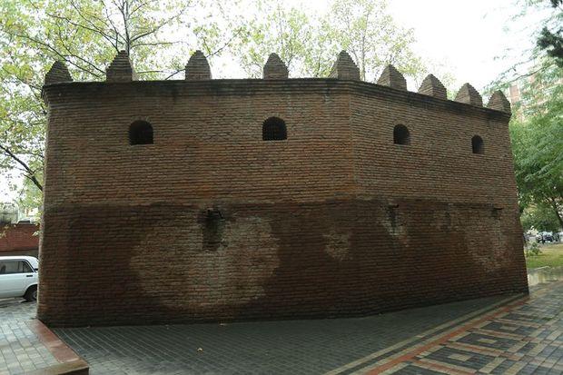 Osmanlının təhlükəyə qarşı tikdirdiyi Gəncə qalasını Çar Rusiyası eyni qorxudan dağıtdı - FOTO