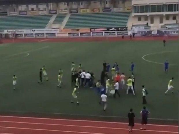 Dağıstanda yerli futbolçular osetin həmkarlarını oyundan sonra döydü – VİDEO