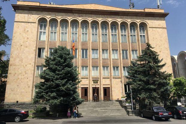 Ermənistanda Konstitusiya Məhkəməsi hakiminin impiçment prosesi başladı