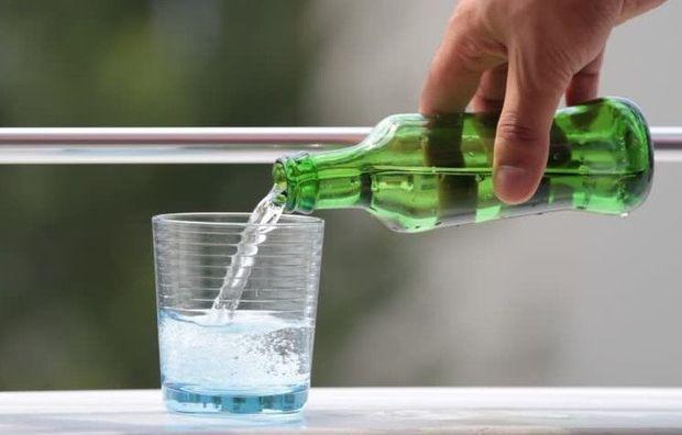 Gündə iki butulka qazlı su içdi, iş qabiliyyətini itirdi
