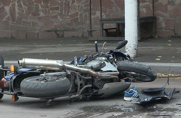 İmişlidə traktorla motosiklet toqquşdu: sürücü öldü