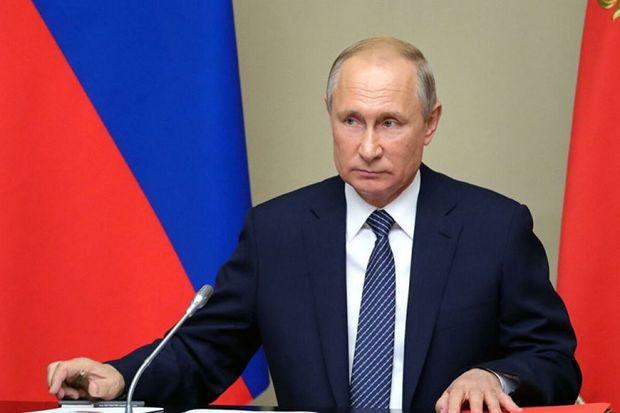 """Putin """"Azərbaycan"""" nəşriyyatının baş direktoruna medal verdi"""